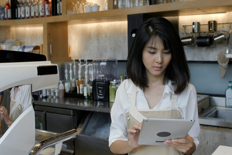 girl using ipad pos system in cafe