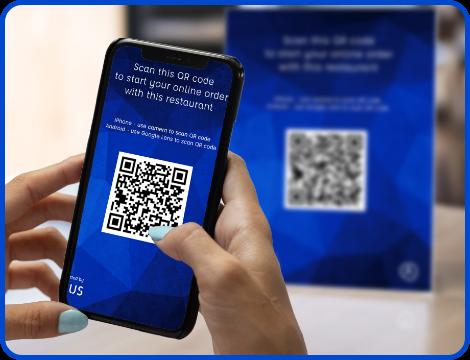 scanning qr code to order food online from restaurant